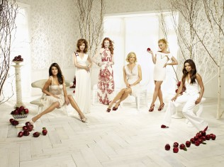 Cast-desperate-housewives-29423465-2560-1920